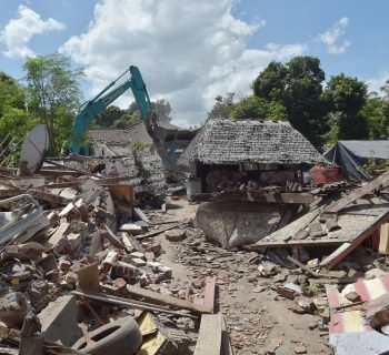 Earthquakes cut power, topple buildings on Indonesian island of Lombok