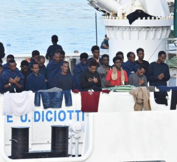UN refugee agency urges end to Italy migrant standoff