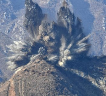 North Korea destroys 10 guard posts to lower tensions
