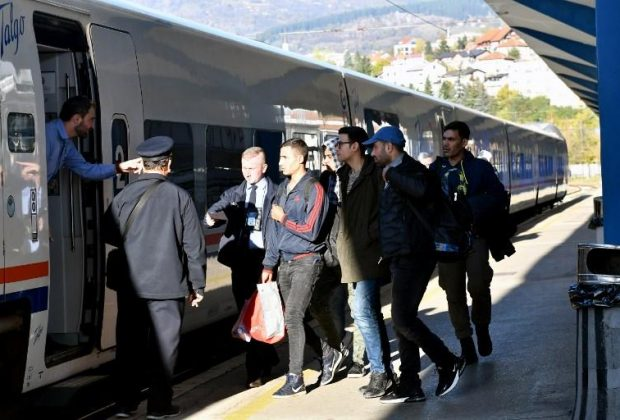 Migrants suspected of terrorism links, smuggling detained in Bosnia