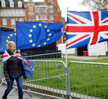 UK, EU to hold more Brexit talks as May woos opposition