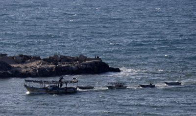 Israel cuts Gaza fishing limit after fire balloons
